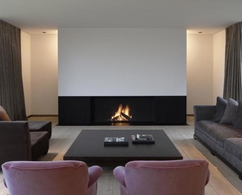 Modern-interieur-met-een-openhaard