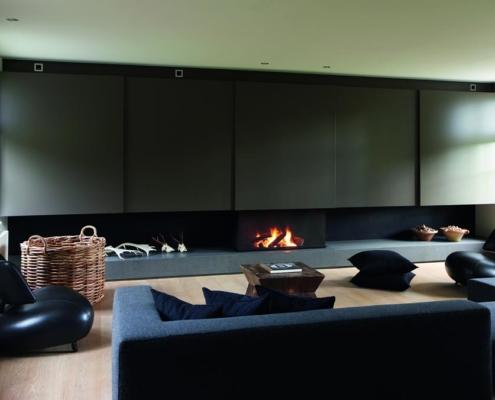 modern interieur met haard
